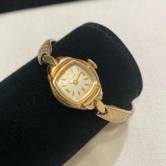 Vintage 60's 10K Bulova Gold Ladies Winding Watch